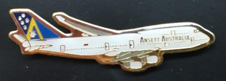 "LAPEL BADGE: ""B747-400"""