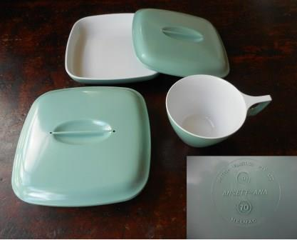 ANSETT-ANA PLASTIC HOT MEAL DISH & CUP SET