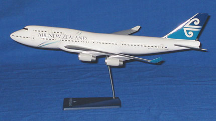 AIR NEW ZEALAND - BOEING B747-400 (EXECUTIVE DESK MODEL)